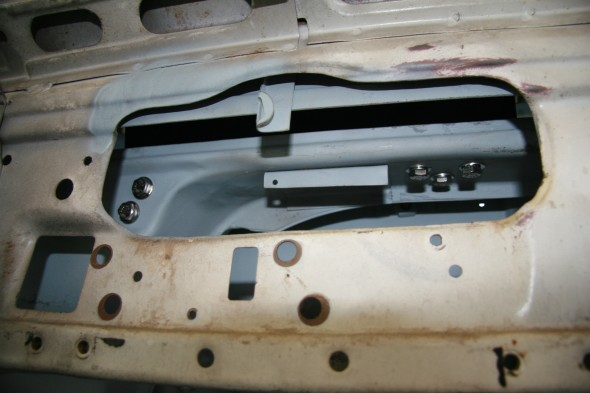 Torsion Bar Assembly for Ventilator Lid Trial Fitting - Mounting Bolts